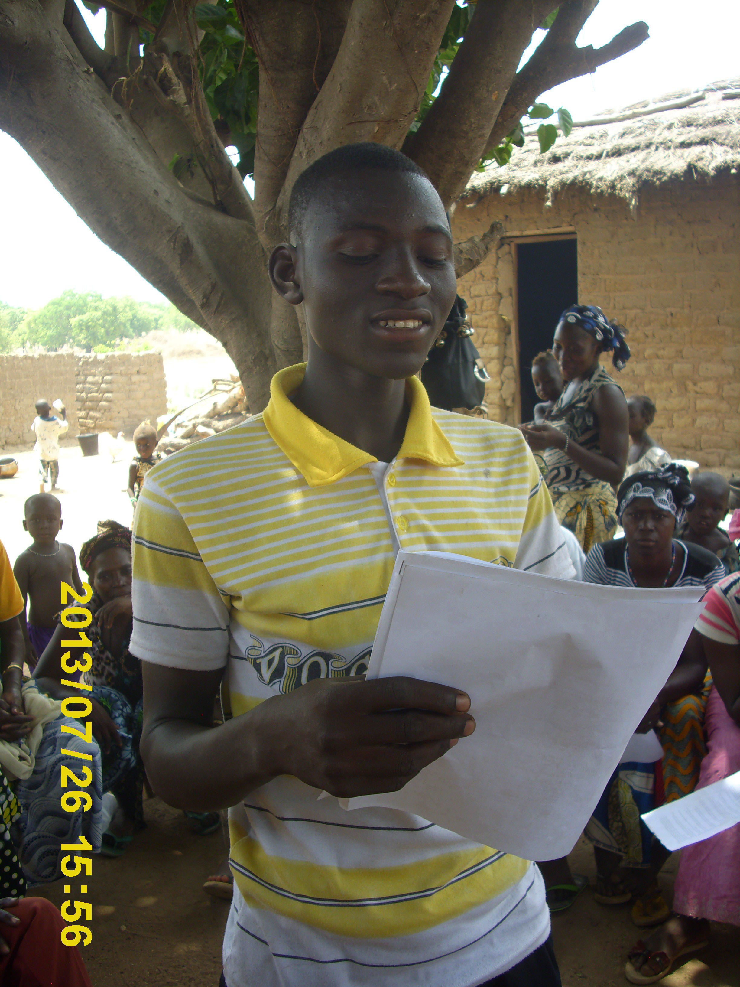 Ce jeune gagne une radio.JPG